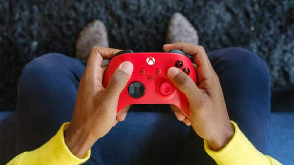 "Xbox推出""锦鲤红""手柄 鲜红和冰雪白配色,售价459元"